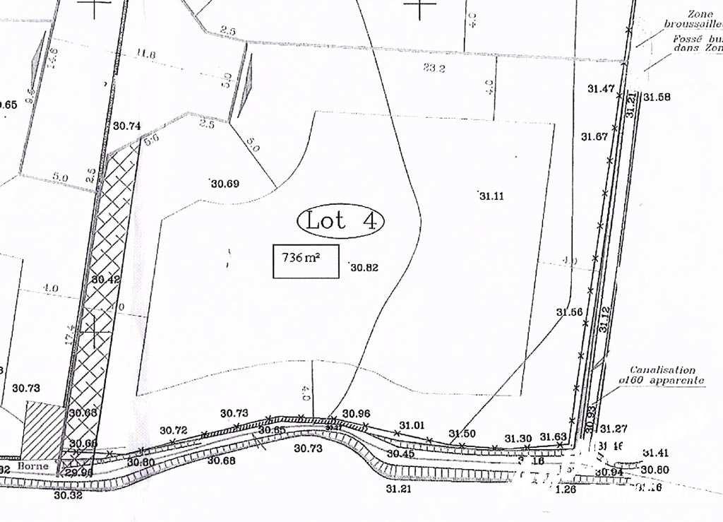 A réserver beau terrain plat de 736 m2 - FREJUS