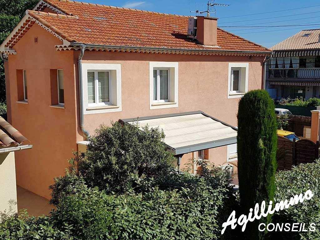 Villa comportant 2 appartements sur 240 M2 de terrain - FREJUS