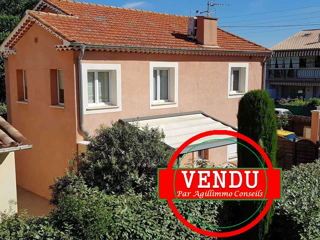 Villa comportant 2 appartements sur 240 M2 de terrain - FREJUS